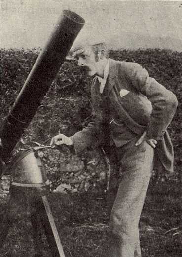 G Parry Jenkins gyda thelesgop / GPJ with telescope